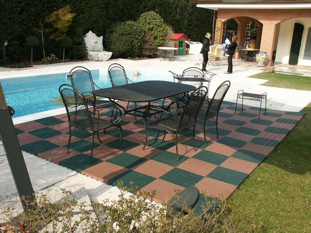 Plastonella draining floor tiles