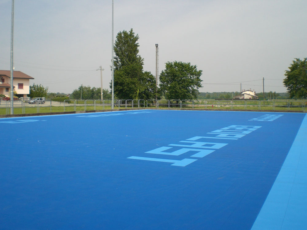 Gripper floor surface is suitable for all sports, both indoor and outdoor.